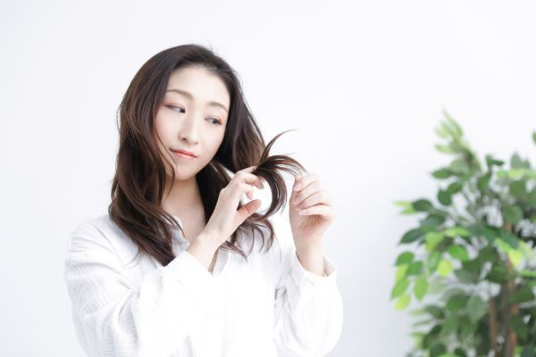 【くせ毛さん必見!】くせ毛にパーマをかけて、まとまりやすい髪にチェンジ!