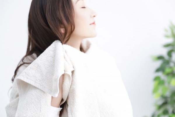 【ドライヤーの時短に!】「マイクロファイバー」のタオルで美髪になれる理由☆
