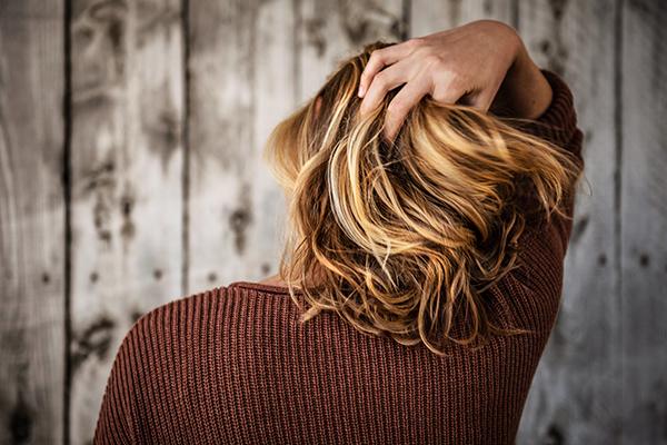 【冬でもツヤ髪】パサパサ髪を防ぐ!静電気と乾燥対策を伝授♪